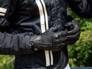 La ropa ideal para conducir tu moto en verano