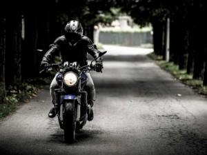 ¿Cada cuánto tiempo es conveniente revisar el nivel de aceite de las motocicletas?